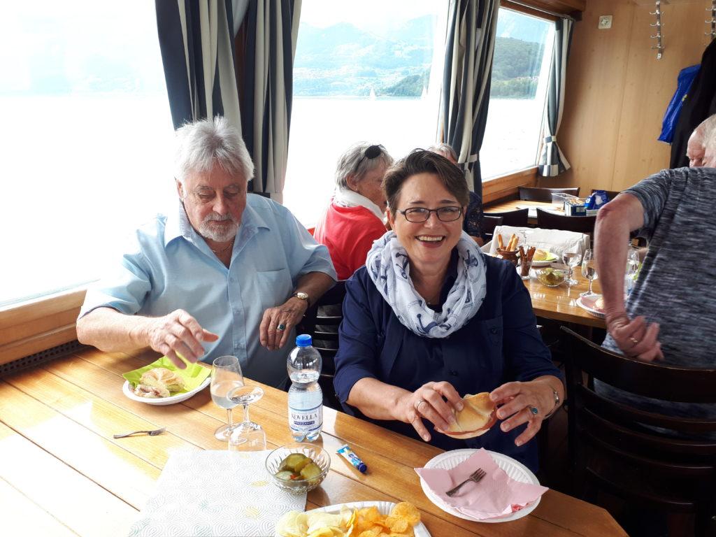 Brotzeit auf dem Schiff